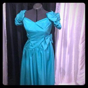 Vintage ILGWU Sea Foam Prom Dress Size 10